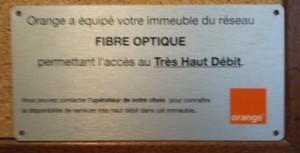 Plaque d'installation de la fibre optique dans l'immeuble