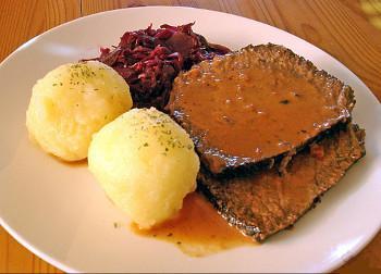 Photo d'un plat de sauerbraten